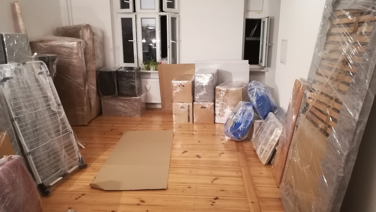 Gentleman With Van Berlin carefully wraps & packs all of your belongings and makes the 'modular' for Tetris style van loading for moves in Berlin or Europe wide